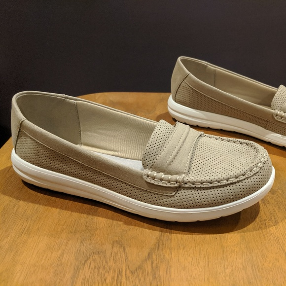 Clarks Cloudsteppers tan boat shoe penny loafer 7W NWT